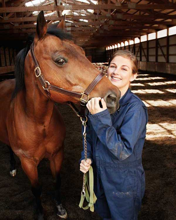 Medaille Vet Tech Student with Equine